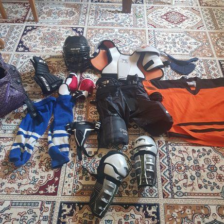 Продам хоккейную экиперовку на 6,7,8 лет