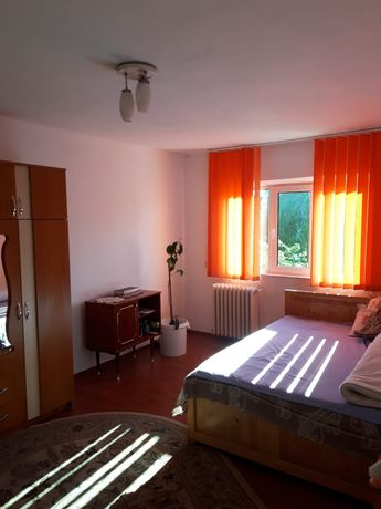 Apartament însorit cu 2 camere