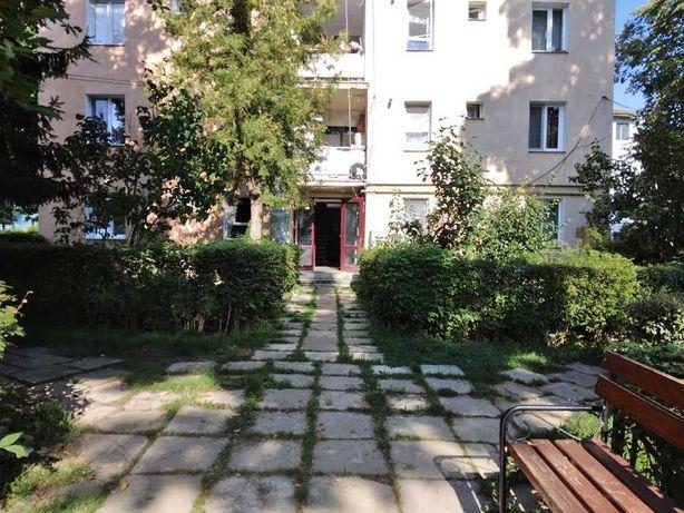 Casa Vis are doua apartamente str Republicii etajul 2/3, decomandate