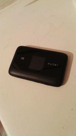 Модем ALTEL 4G черного цвета, в хорошем состояний