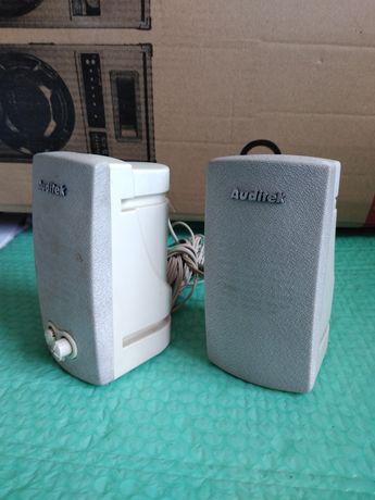 Boxe audio cu amplificator.