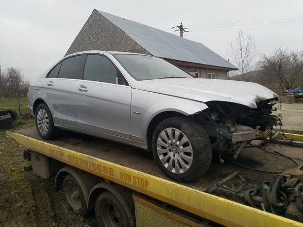 Dezmembrez Mercedes c220 w204