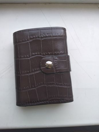 Мужское портмоне с отделом для карточек.