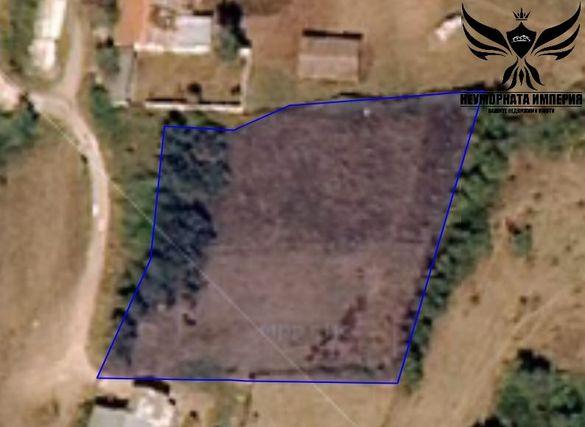Продавам земеделска земя 3297кв.м. в село Долнослав местност Манданите
