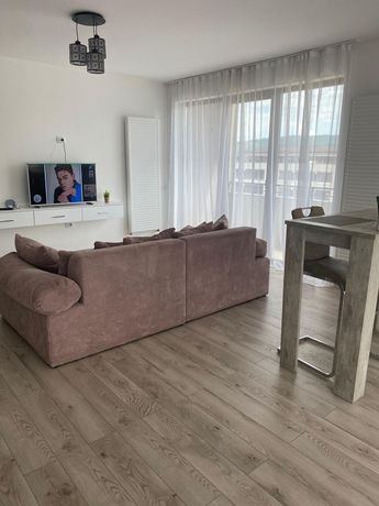 Inchiriez Apartament 3 camere regim hotelier