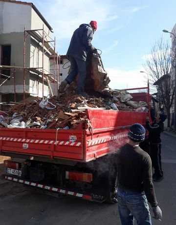 Demolare garaje Decopertat gresie faianta Transport moluz moloz gunoi