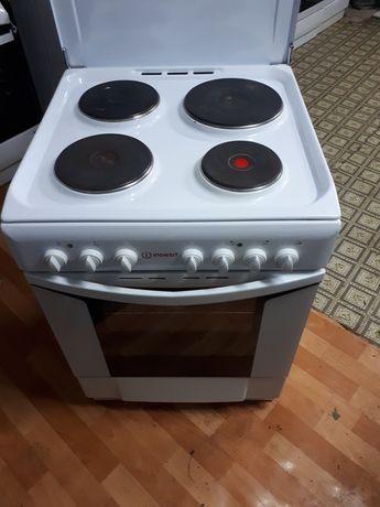 Электрическая  италианская  плита  фирма индезит