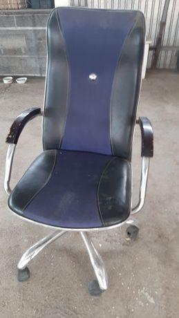 Кресло офисное, в хорошем состоянии