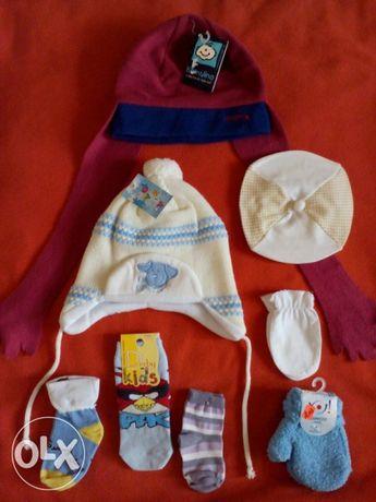 НОВИ Бебешки шапки, чорапки, ръкавици