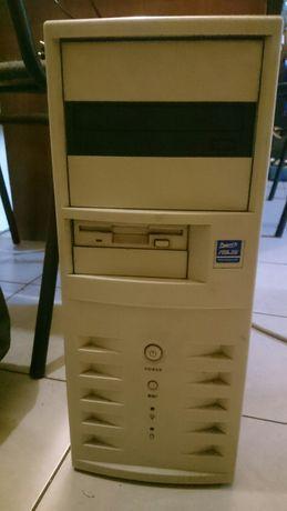 Компьютер б/у с монитором в отличном состоянии. Очень надежный.