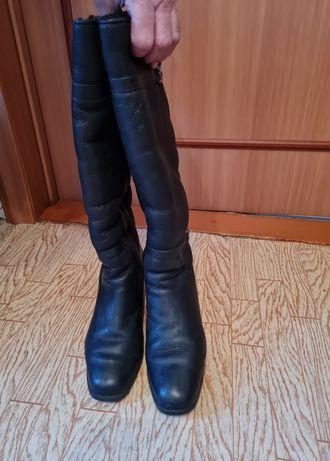 Продаются чёрные кожаные зимние сапоги