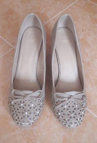 Елегантни дамски обувки с ефектни камъни, Размер: 38, стелка: 24 см.