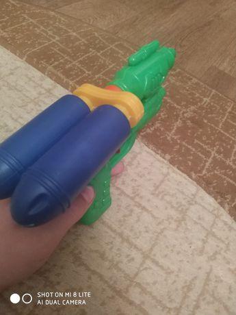 Водный пистолет почти новый