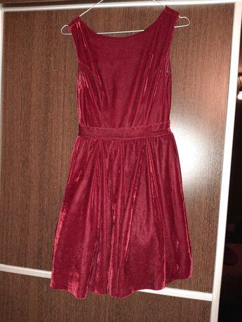 Червена рокля размер С