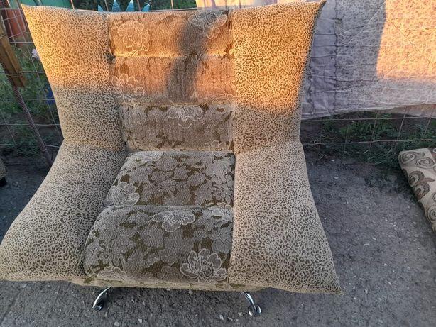 Продам кресла и диван