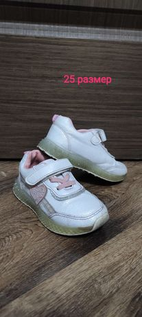Продам детские кроссовки и ботинки