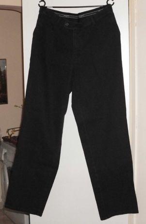 Vand pantaloni pentru barbati