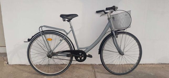 Bicicleta de femei de 28 cu 7 viteze in butuc