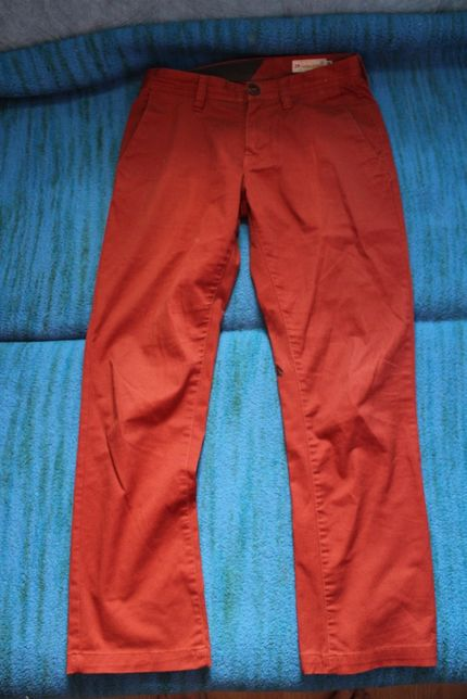 Pantaloni casual Volcom si Tommy Hilfiger Rome S-M