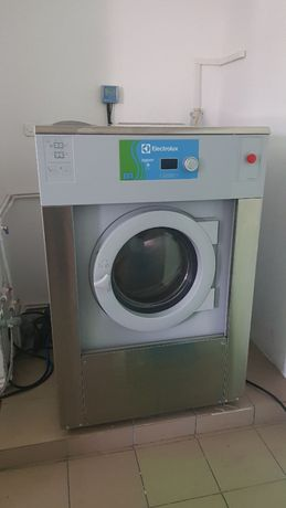 Vand utilaje spalatorie textile / masina de spalat , uscator haine