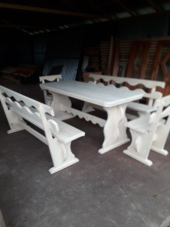 Masa + bănci din lemn
