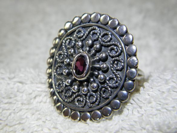 Сребърен уникален пръстен с алмандин гранат,много специална изработка!