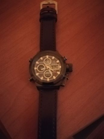 Se vinde ceas cu baterie foarte elegant