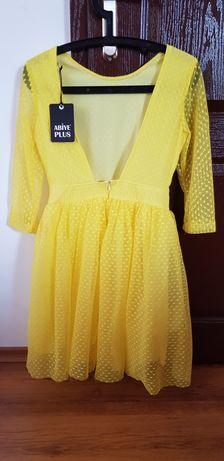 Жълта рокля с гол гръб