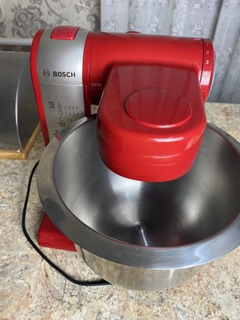 Продаётся кухонный комбайн Bosch (MUM48R1)