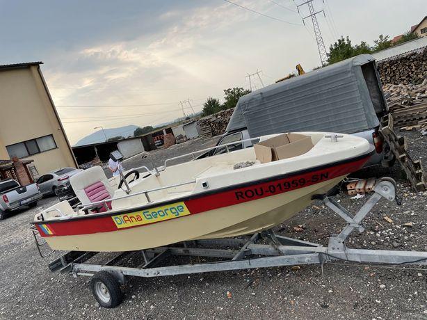 Barca-peridoc-motor Mercury