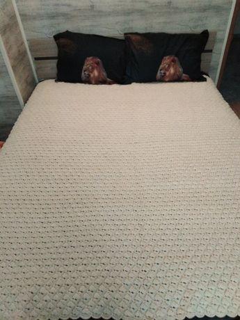 Ръчно плетено одеало на една кука от 100 % вълна.