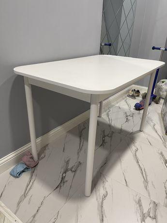 Продаётся Хороший, белый, не большой стол! Российское производство. то
