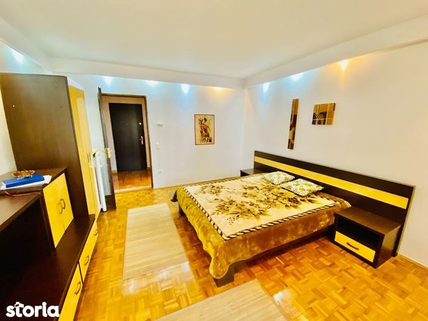 Garsoniera decomandata-etaj intermediar-balcon - zona Piata Cluj