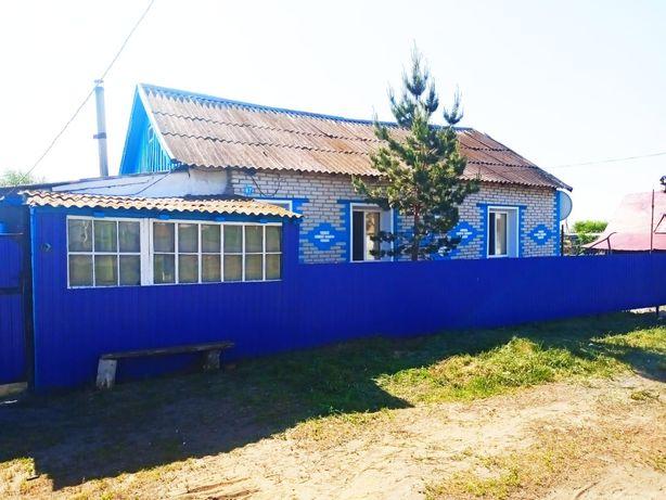 Дом в с.Якорь ,расположенный в шаговой доступности от школы,ул.Мира.