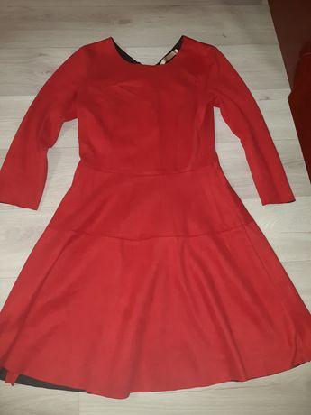 Платье замшевое красного цвета