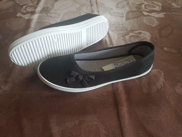 Чисто нови летни обувки