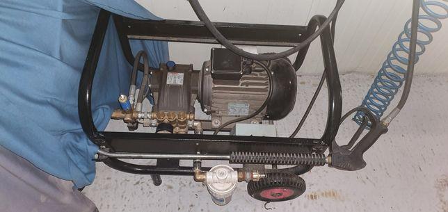 Turbojet de vinzare