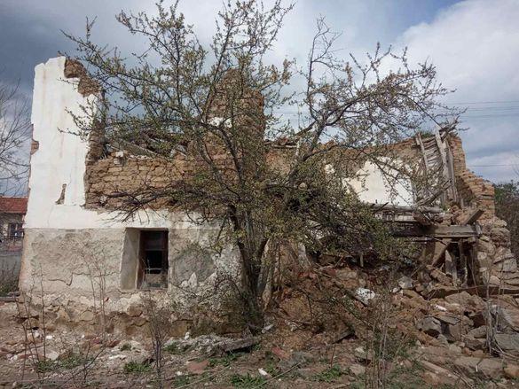 село Росен стара къща с двор