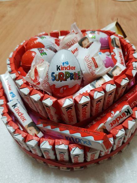 Торта от бонбони Kinder