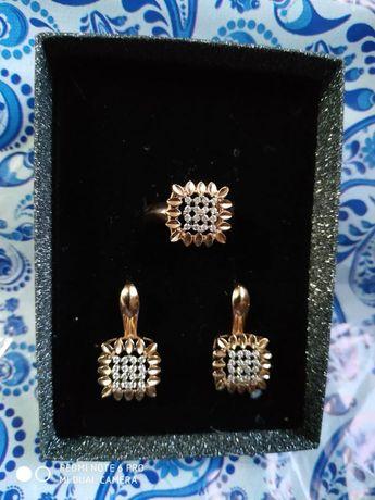 Продам золотой набор (серьги и кольцо 19,5 размер