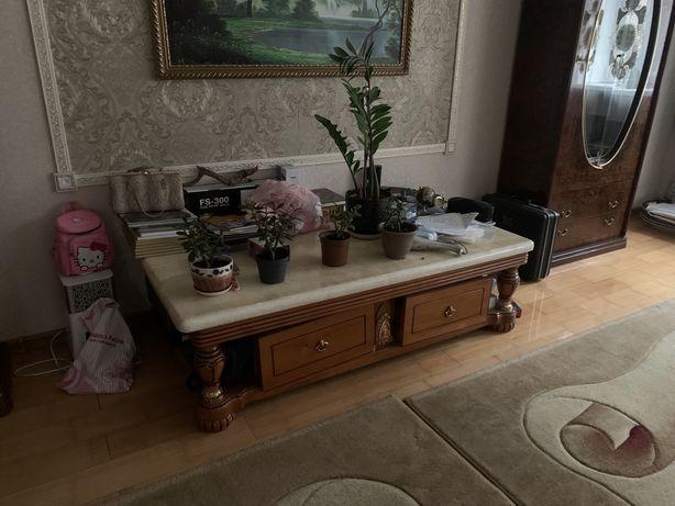 Продам стенку и журнальный столик