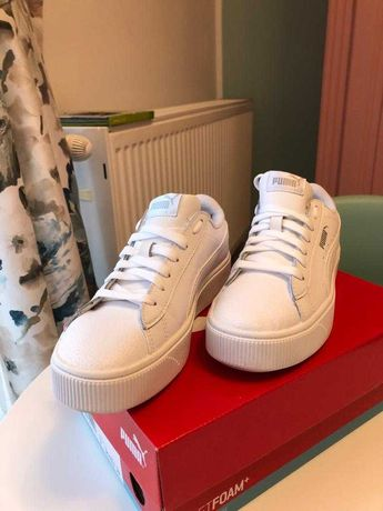 Sneaker PUMA pe alb