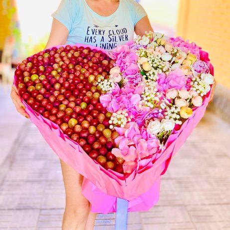 Подарок букет из вкусняшек и цветов 2в1
