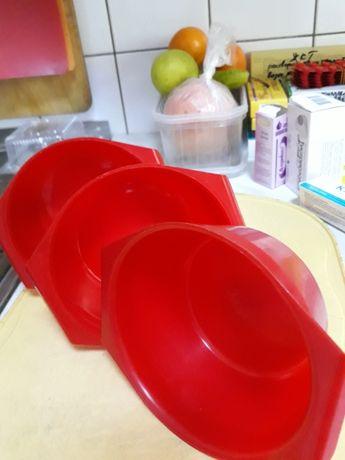 Пластмассовые глубокие тарелочки