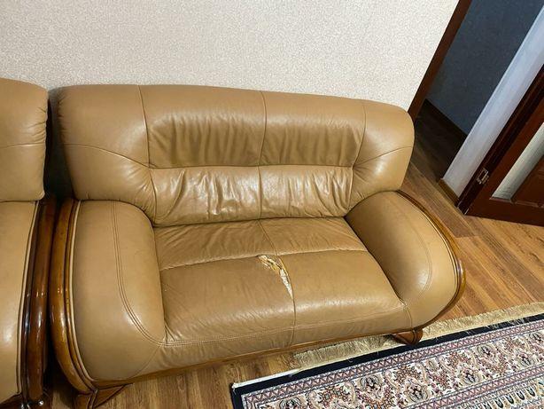 Сатылады 1 диван, 1 софа ,1 кресло. Жаксы куйде. Аздап жытылганы бар.