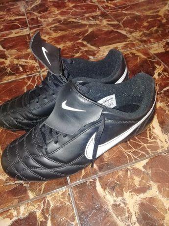 Продавам футболни обувки Nike tiempo