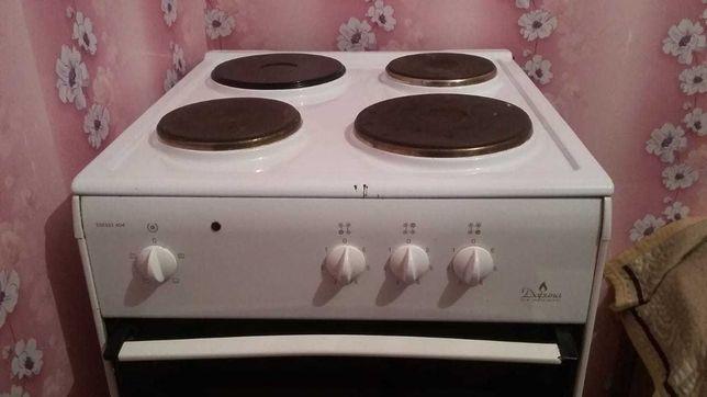 Электрическая плита Дарина в хорошем состоянии