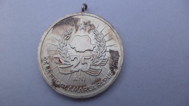 Medalia 25 de ani de la proclamarea Republicii