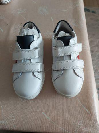 Нови италиански обувки