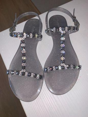 Чисто нови сандали 35 номер